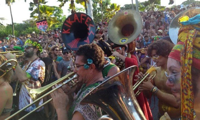 Bloco Trombetas Cósmicas do Jardim Elétrico pede por conscientização ambiental